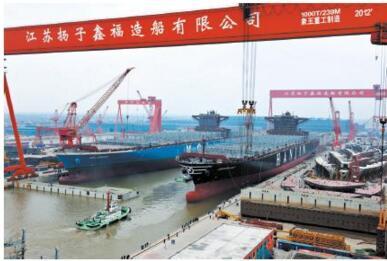 泰兴扬子鑫福造船船坞门座式起重机侧倒,一死一伤