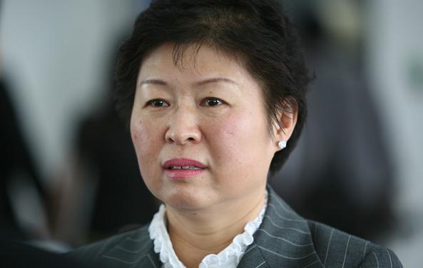 玖龙纸业张茵:收废纸成为中国首富,赚钱后移民美国!