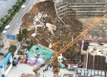 南宁竹岭立交附近一路面开裂发生塌陷事故,无人员伤亡,原因是水管爆裂
