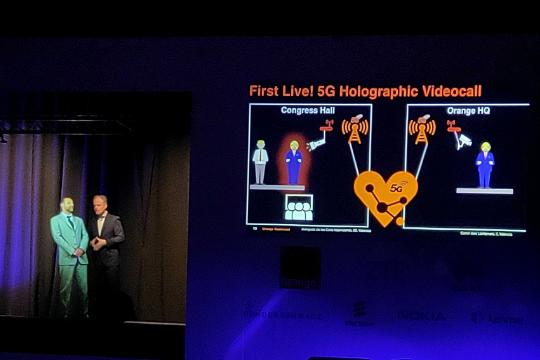 中兴联合Orange展示5G多项应用:涉及5G远程驾驶、操控机器人等
