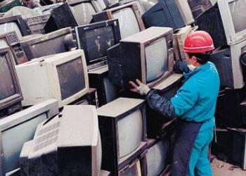 """电子垃圾如何""""化腐朽为神奇""""?完善废旧产品回收拆解体系迫在眉睫"""