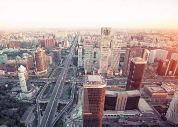 《中国城市竞争力第17次报告》:预计2035年中国城镇化比例将达到70%以上