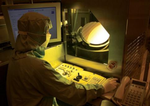 DRAM提前步入EUV时代 ASML将获利最大