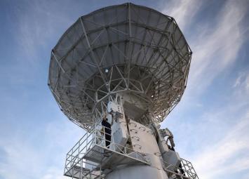 远望3号船正在南太平洋海域进行卫星发射海上测控演练