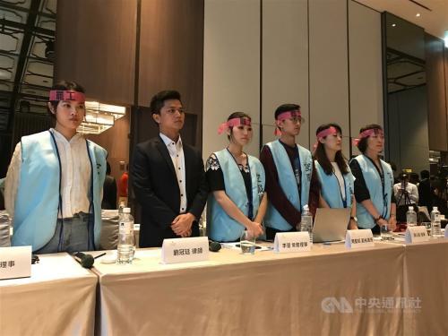 台湾长荣航空空服员罢工持续,累计损失新台币21.1亿元