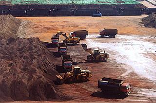 上半年钢企业绩普遍下滑,铁矿石价格大幅上涨走势将难以持续