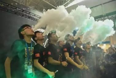 """控烟急需""""猛药"""",电子烟等新型烟草正在""""培育""""年轻烟民"""