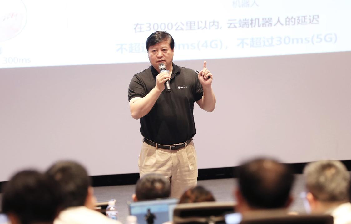 达闼科技CEO黄晓庆:云端智能机器人是5G杀手级应用