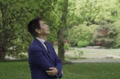 计算机教授黄智生计划开发AI机器人,对自杀轻生者前端的网络干预