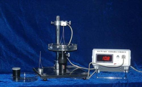 如何用平动效果演示液体表面张力?