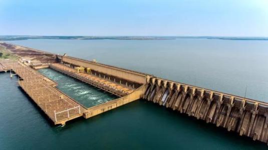 巴基斯坦卡洛特水电站首台机组座环吊装完成