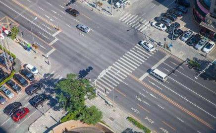 基于单片机的智慧城市交通控制系统方案设计