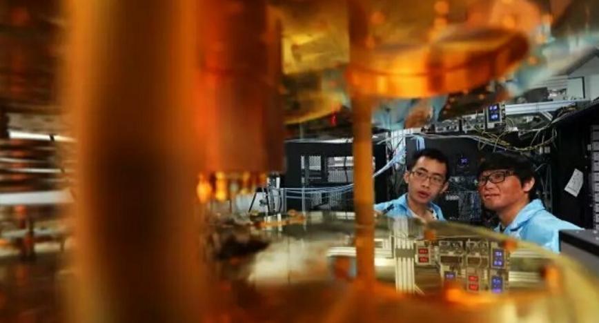 我国量子芯片刷新世界纪录,187纳秒内见证20量子比特纠缠态奇迹