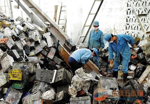 """废旧铅酸蓄电池流入""""黑市""""加剧重金属污染"""