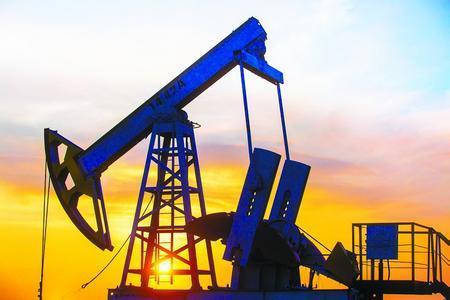 美国原油库存减少和欧佩克减产使原油期货走高