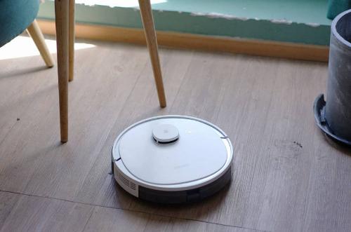 """科沃斯:""""扫地机器人第一股""""净利润腰斩,未来之路该如何下去?"""