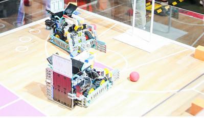 """优必选推出育儿智能机器人产品""""小方头"""",有隐患的销量和渠道"""