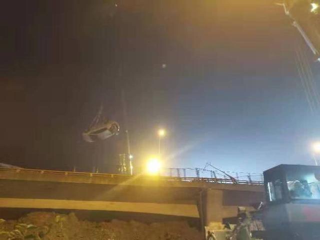 無錫高架橋側翻倒塌事故3死2傷,原因系運輸車超載,搭載鋼卷超百噸