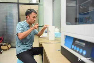 馮全寶發明母嬰護理柔巾機,獲國內外紙巾企業青睞