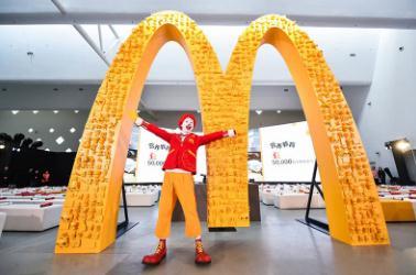 """麦当劳中国与华特迪士尼公司合作,在加拿大餐厅测试""""人造肉""""汉堡"""