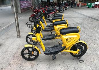 共享电动自行车现身奉节县各小区门口,微信扫码可试骑