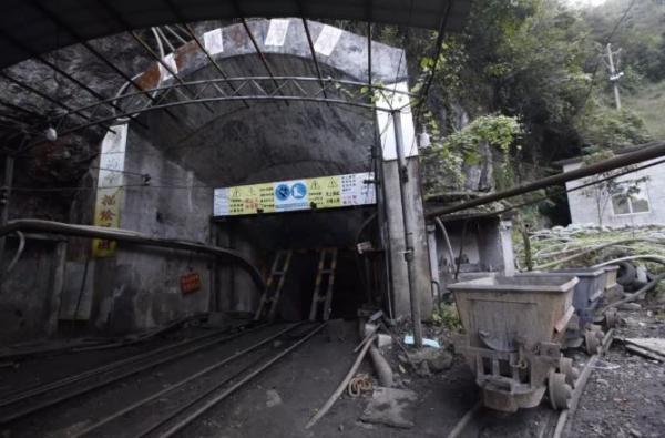 广西南丹县庆达惜缘矿业发生冒顶事故,11人被困已有2人死亡,涉嫌瞒报!