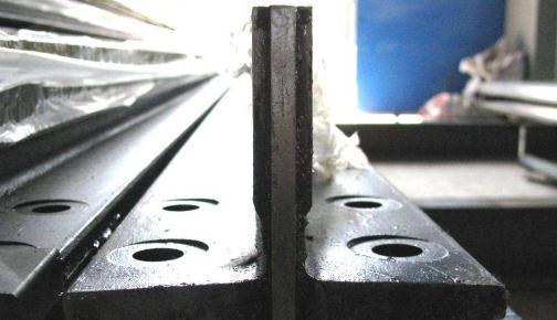 新高速电梯导轨解决安装强度差等难题