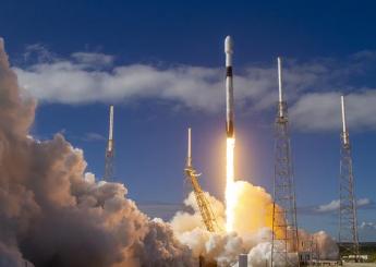 """SpaceX利用猎鹰9号火箭成功将60颗""""星链""""互联网通信卫星送入轨道"""