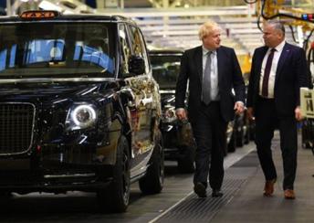 青青青在线精品18首相鲍里斯·约翰逊再次走访吉利伦敦电动汽车绿色工厂