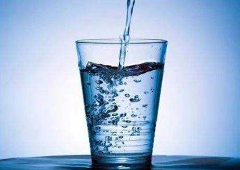 """饮用水标注乱象横生,消费者该如何选择""""安全卫生""""的水?"""
