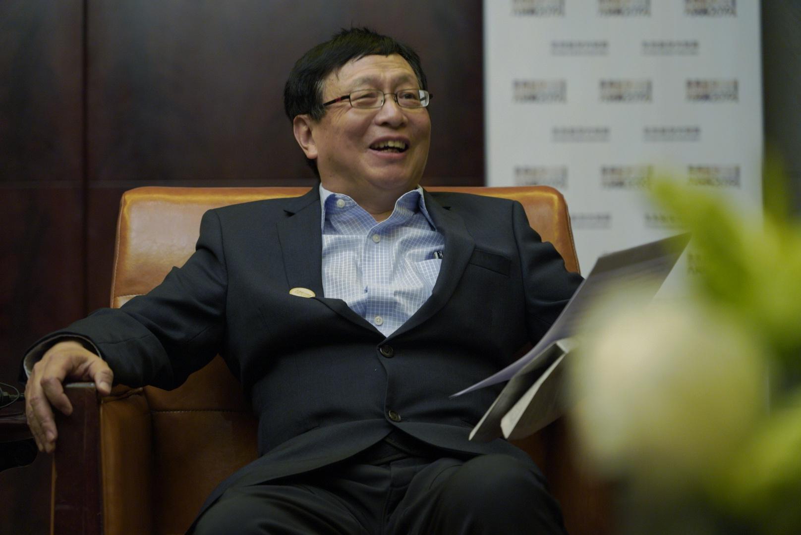张益唐:面对媒体不再逃避,关心国足、AI【数学传奇人物】
