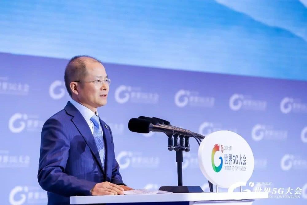 华为轮值董事长徐直军:中国企业智能手机出货量全球占比超过50%