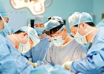 贵州医科大学附属医院完成首例噼离式肝移植手术,实现一肝救两人