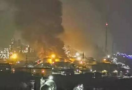 抚顺石油二厂起火,事故原因暂不清楚