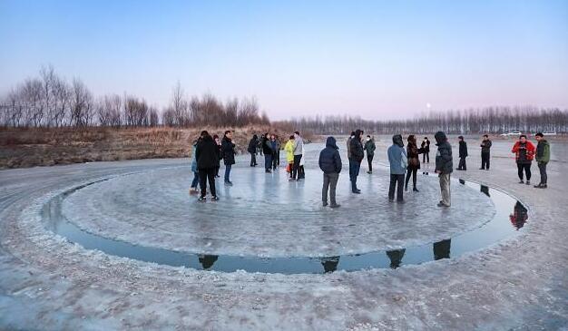 """沈阳河面旋转冰圈,""""冰圈""""现象在全球非常罕见"""