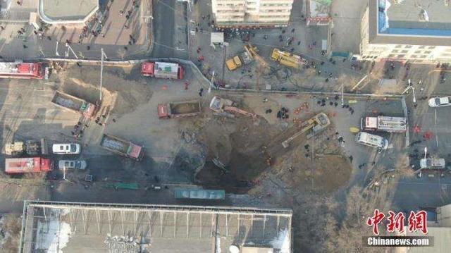 西宁市红十字公交站地面坍塌突发事件已致9人死亡
