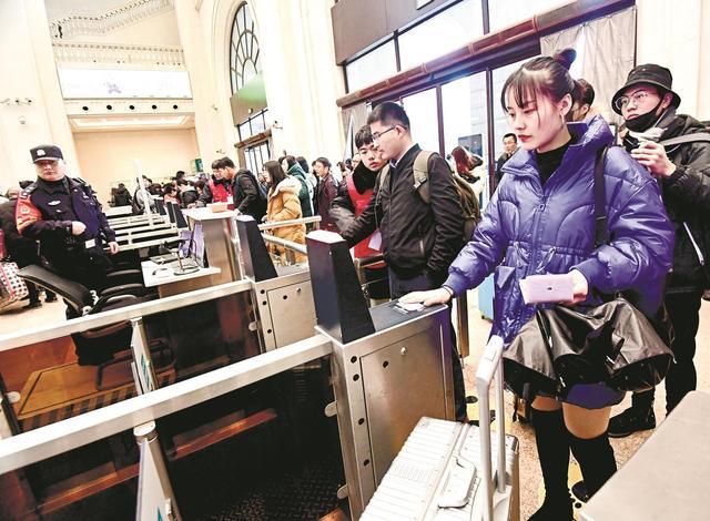 刷身份证,全国开通电子客票1020个火车站