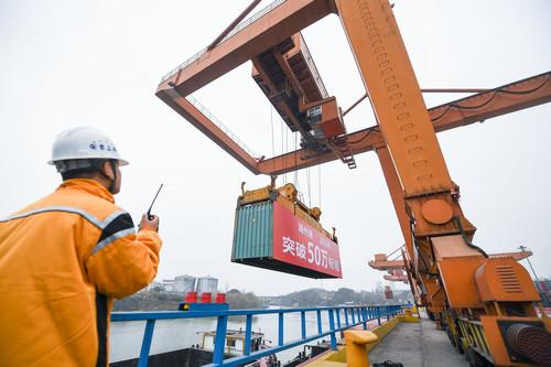 中国经济,世界经济最强劲的火车头,远超西方国家