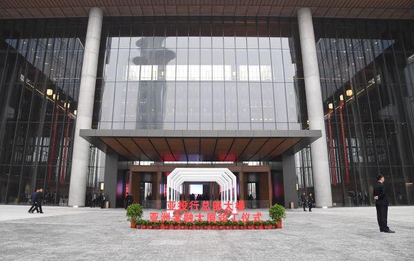 亚投行4周年,广纳贤才,影响102个国家和地区