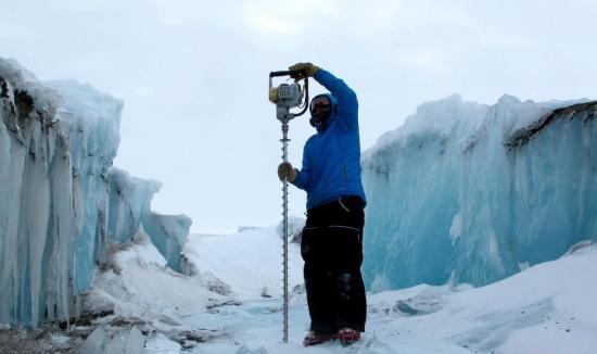 南极冰川融化,海平面上升,经济损失将超过1万亿美元