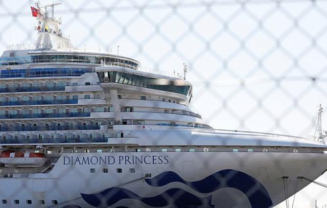 美国包机接钻石公主号邮轮上美国公民回国