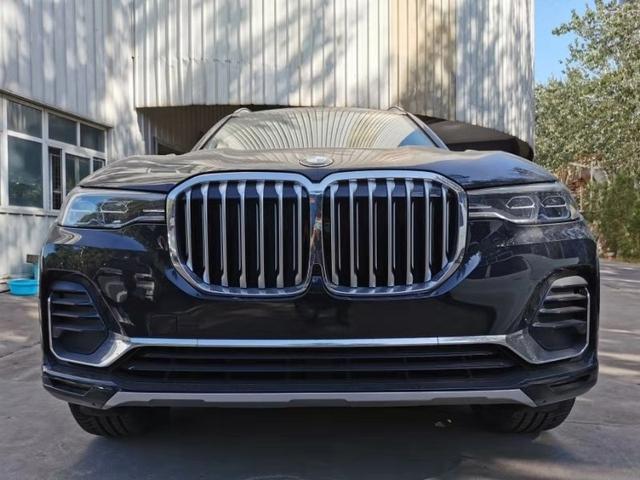 宝马X7最新旗舰SUV,中控,动力,内饰等亮点