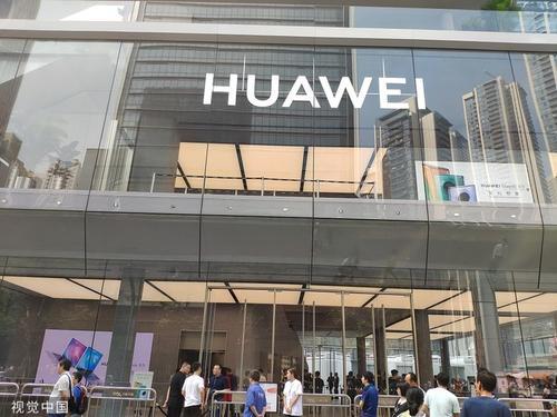 华为5G新代折叠屏手机,售价为2499欧元起,3月5日正式开售