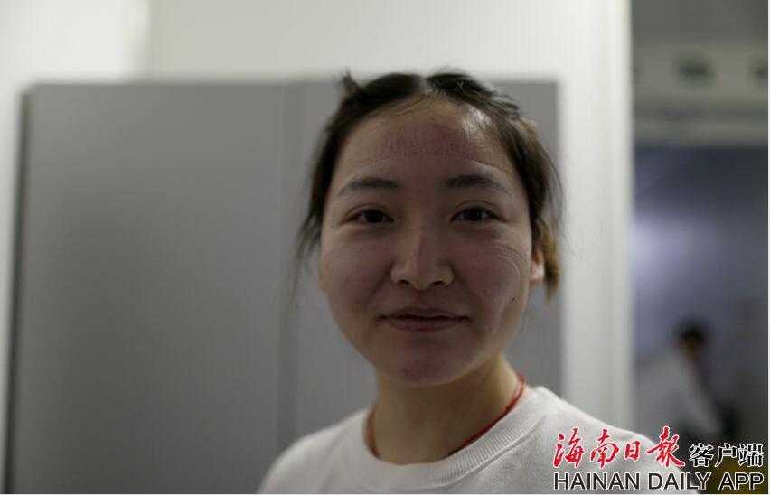 海南检验师苏日多,负责新冠病毒核酸检测的检验师