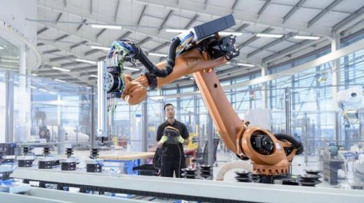 用工荒,机器人已经来了,机器人使用密度625台/万人