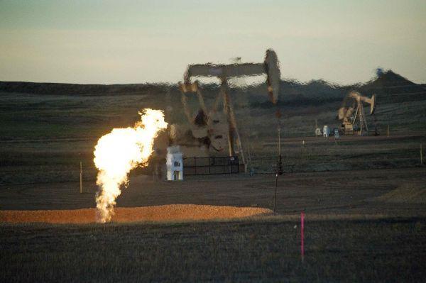 俄罗斯与沙特石油价格战,美国页岩油遭殃,世界经济有没有提前逃生的路径