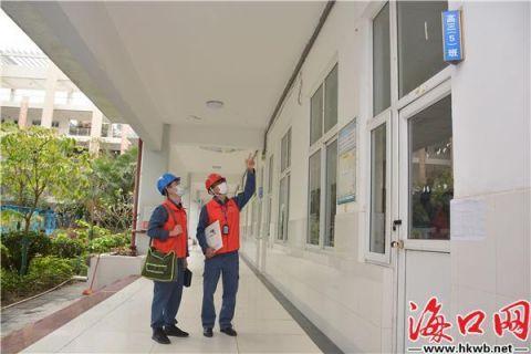 海南电网对校区进行电力巡检,全力确保复学后师生用电安全