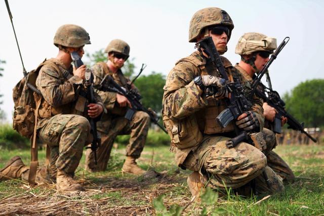 美国2个征兆:不是抗击疫情恐怕是挑起战争