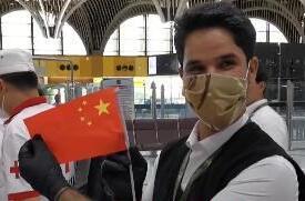 伊拉克人民手执五星红旗送别中国专家组,启程回国!