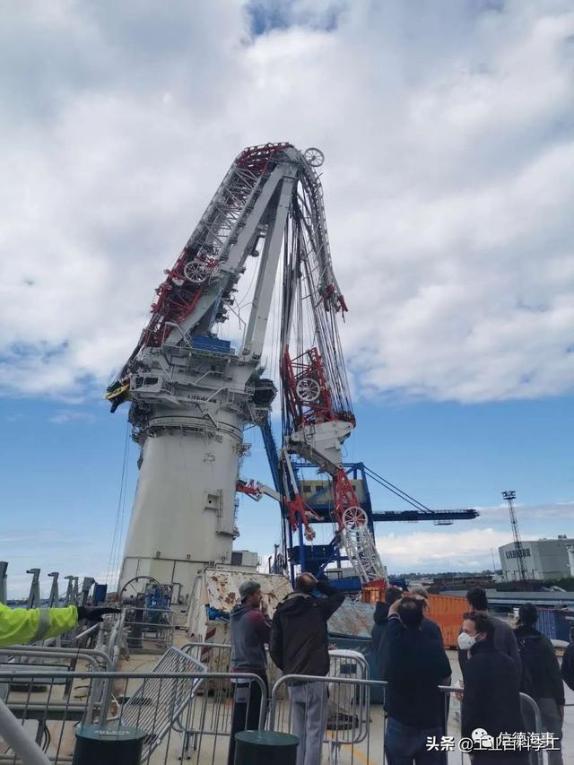 全球最大风电安装船起重机拦腰折断,造成5人受伤,损失1亿欧元